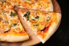 茄子とホウレン草のカレー風味ピザ